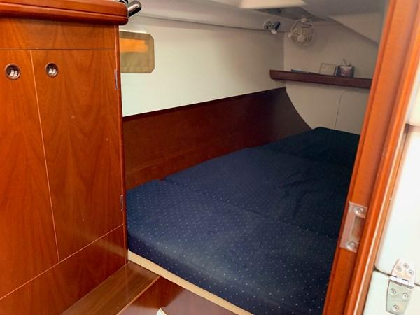 042 2005 BENETEAU 331 Sloop Cruising Sailboat 2743487