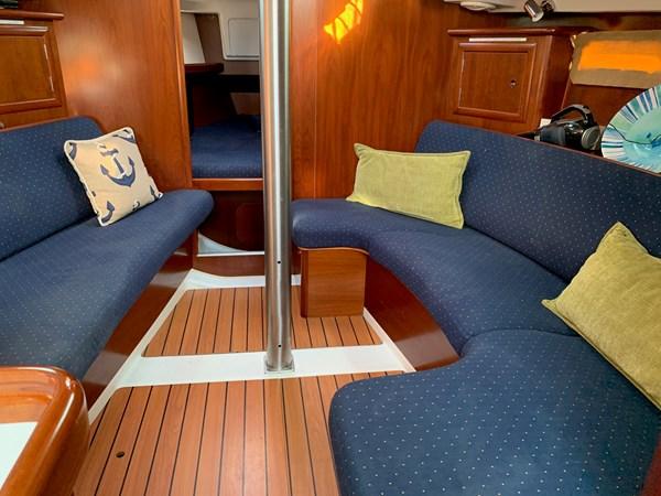 047 2005 BENETEAU 331 Sloop Cruising Sailboat 2743489