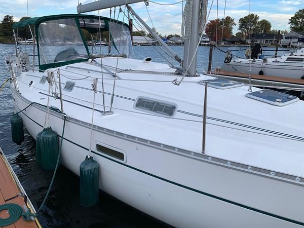 005 2005 BENETEAU 331 Sloop Cruising Sailboat 2743498