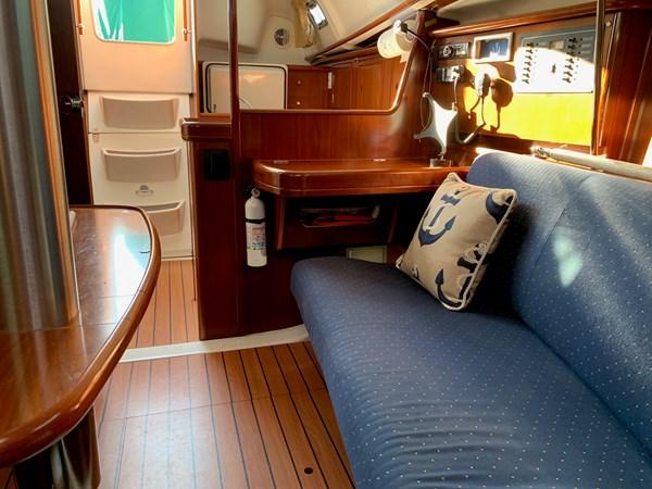 035 2005 BENETEAU 331 Sloop Cruising Sailboat 2743508