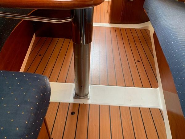 036 2005 BENETEAU 331 Sloop Cruising Sailboat 2743516