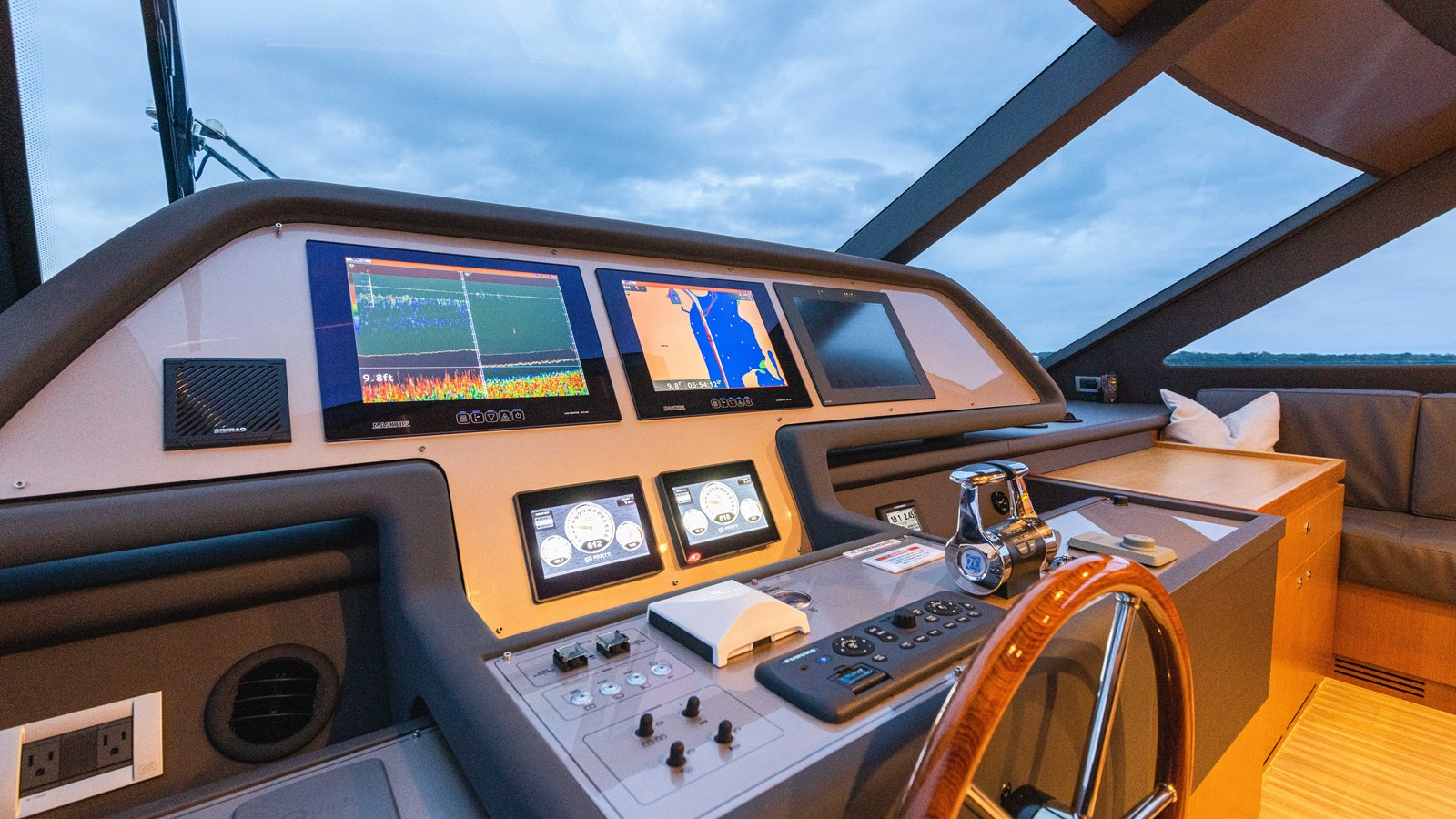Lower Helm 2015 FERRETTI YACHTS  Motor Yacht 2883205