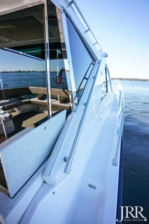 Starboard Sidedeck 2017 REGAL 53 Sport Coupe Motor Yacht 2745546