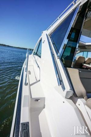 Port Sidedeck 2017 REGAL 53 Sport Coupe Motor Yacht 2745548
