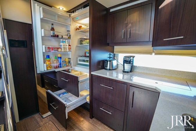 Galley 2017 REGAL 53 Sport Coupe Motor Yacht 2745564