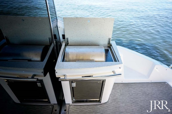 Cockpit Grill 2017 REGAL 53 Sport Coupe Motor Yacht 2745570