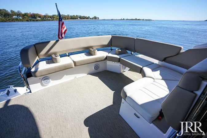 Cockpit Seating 2017 REGAL 53 Sport Coupe Motor Yacht 2745577