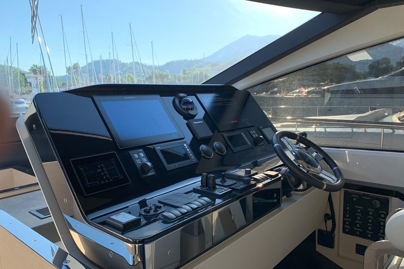 Main helm station 2018 AZIMUT 80 Motor Yacht 2746646