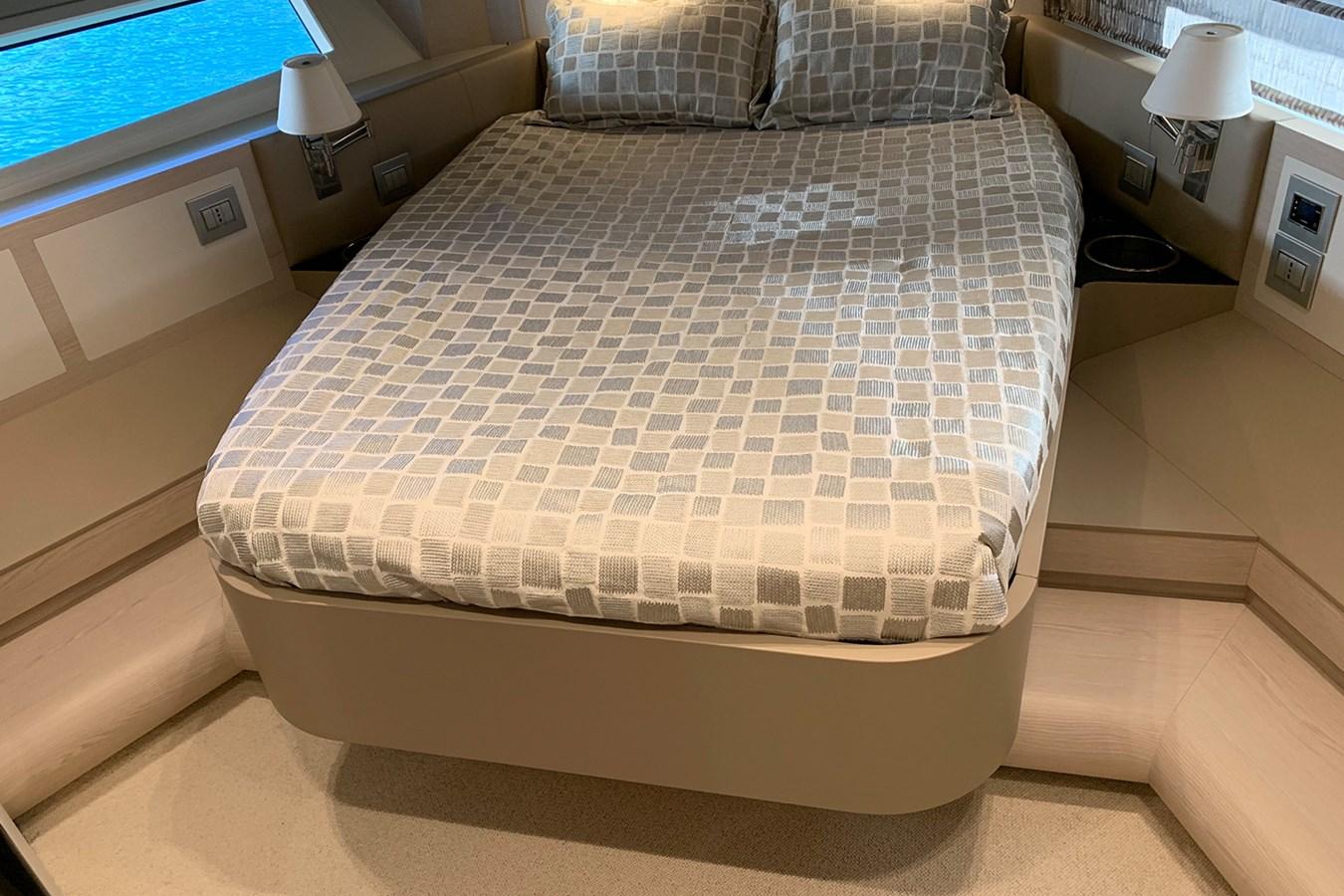 VIP cabin 2018 AZIMUT 80 Motor Yacht 2746657
