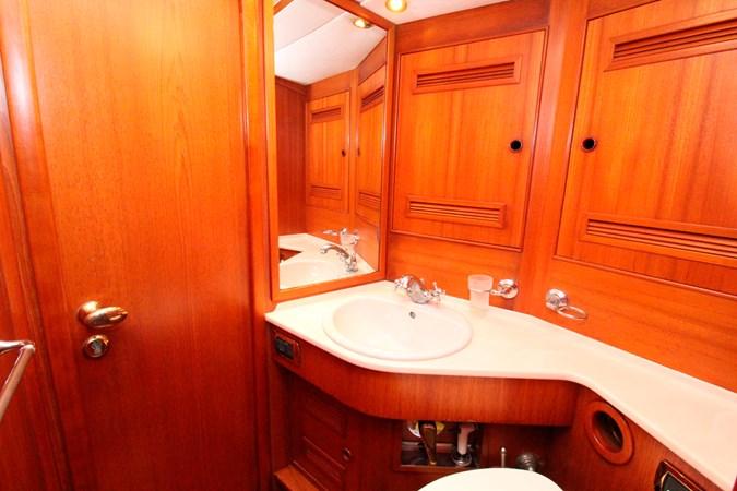 kamana_72_toilet 2002 SOLARIS YACHTS  Sloop 2754332