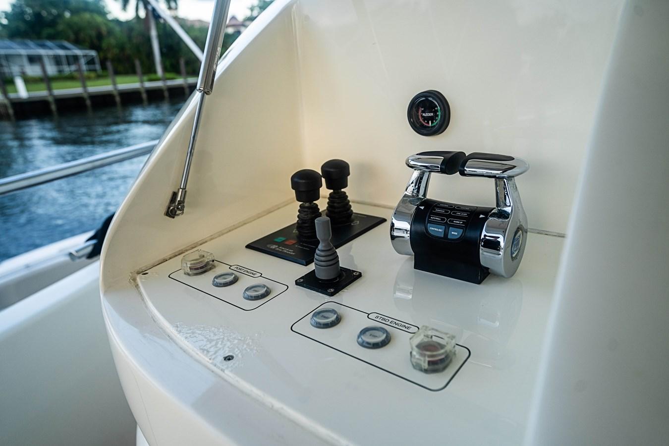 DSC09448 2008 FERRETTI CUSTOM LINE 97 Motor Yacht 2771538