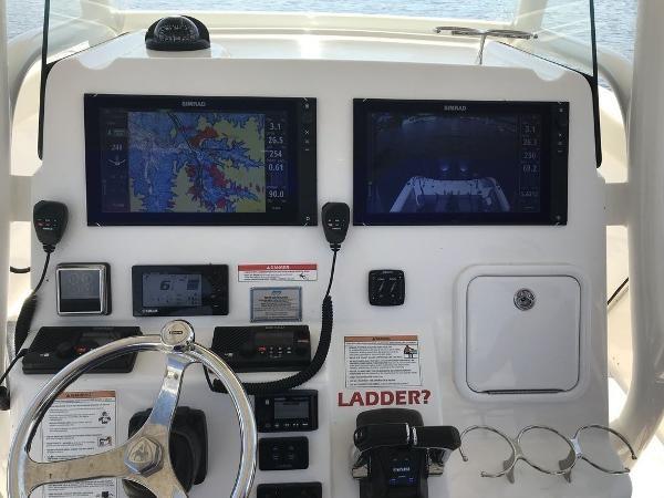 216 2017 CENTURY 3200 CC Sport Fisherman 2782905