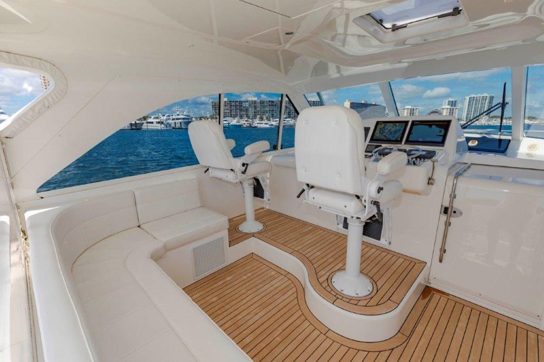 helm deck port 2012 CABO  Sport Fisherman 2895582