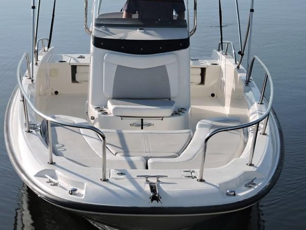 Bow Seating 2014 BOSTON WHALER 240 Dauntless Sport Fisherman 2815669
