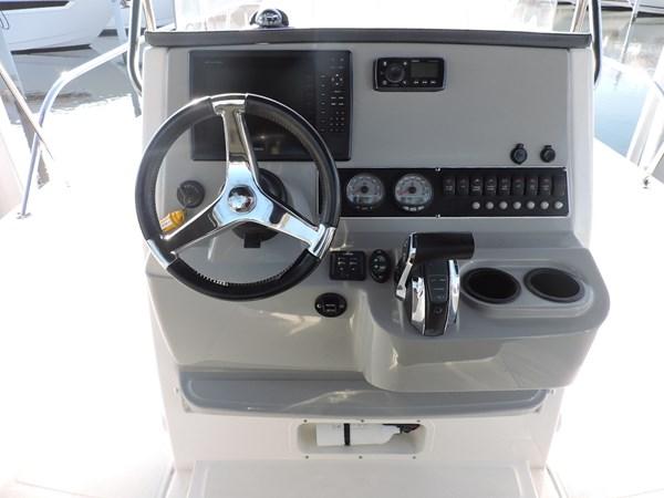 Helm and Electronics 2014 BOSTON WHALER 240 Dauntless Sport Fisherman 2815674