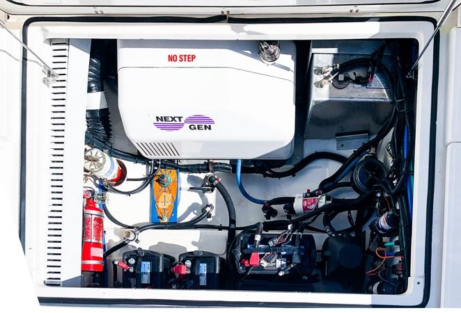 Engine Room 2007 BOSTON WHALER 305 Conquest Cruiser 2753032