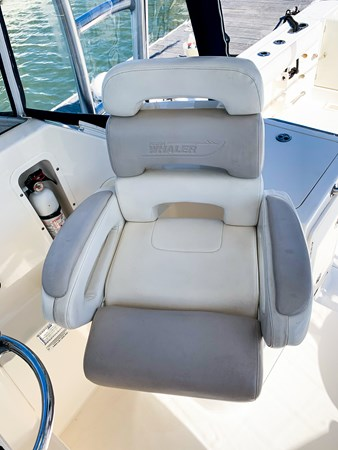 Helm Seating 2007 BOSTON WHALER 305 Conquest Cruiser 2753034