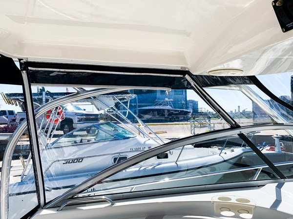 Windshield and Hardtop 2007 BOSTON WHALER 305 Conquest Cruiser 2753039