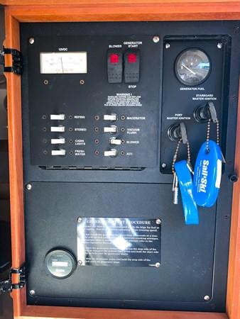 Main Distribution Panel 2007 BOSTON WHALER 305 Conquest Cruiser 2753047