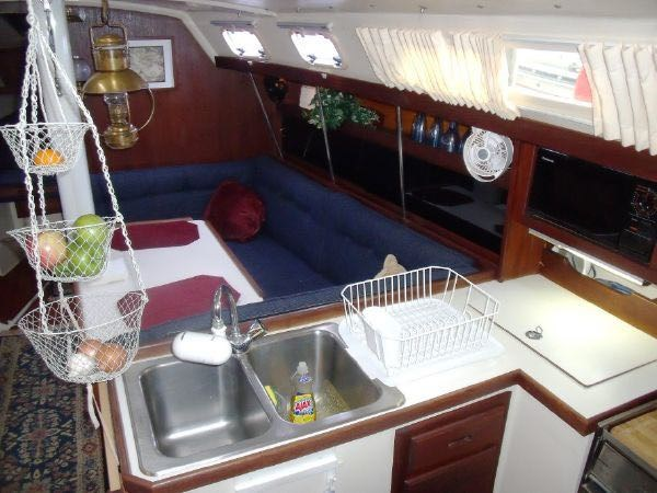 13 1990 CATALINA  Cruising Sailboat 2753449