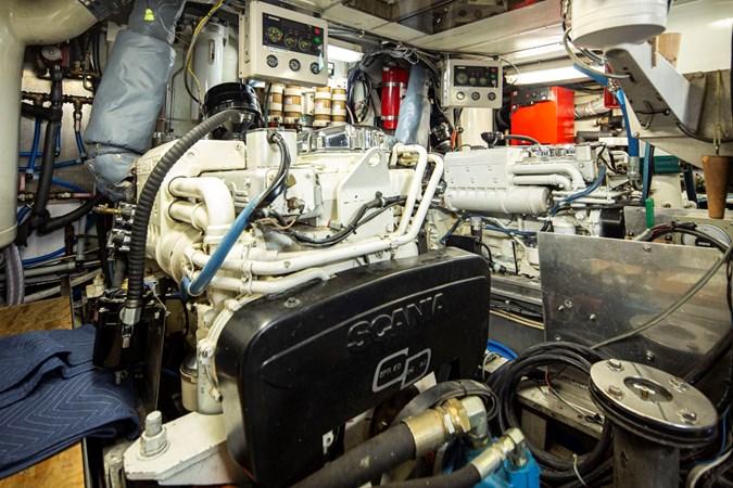 REFLECTION 33L 1984 BROWARD  Motor Yacht 2755959