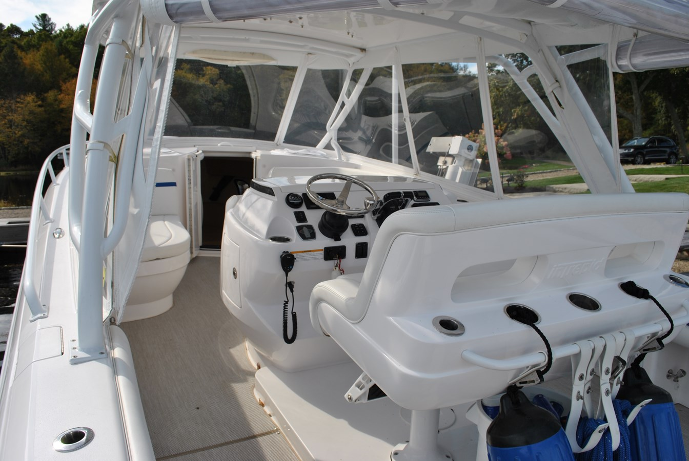 11 Helm Area 2015 INTREPID  Motor Yacht 2757389