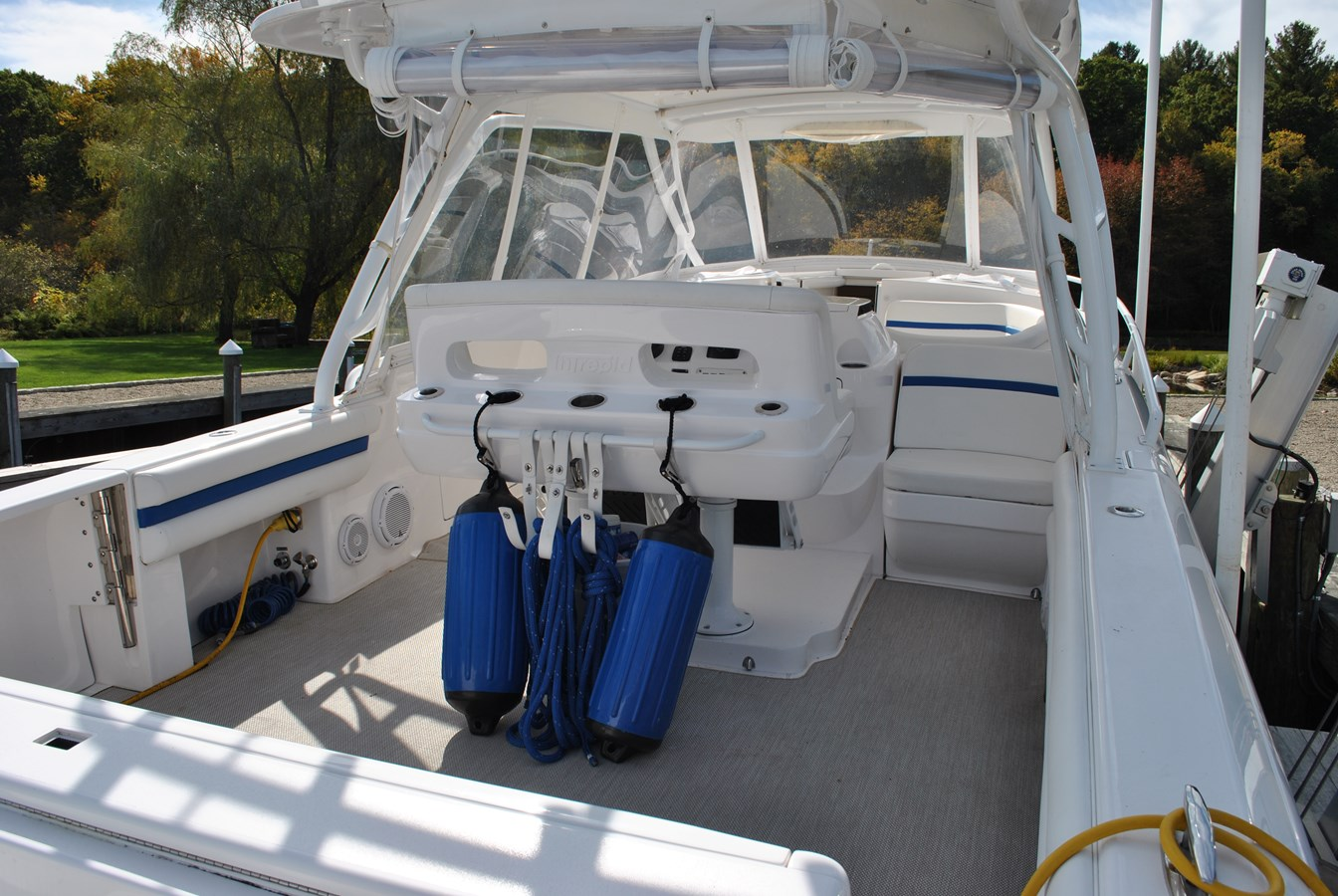 13 Cockpit 2015 INTREPID  Motor Yacht 2757401