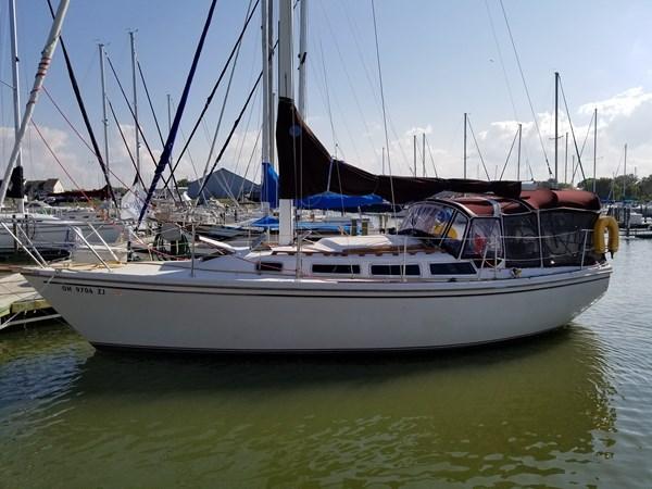 photo 01 1983 CATALINA 30 Tall Rig Cruising/Racing Sailboat 2757221