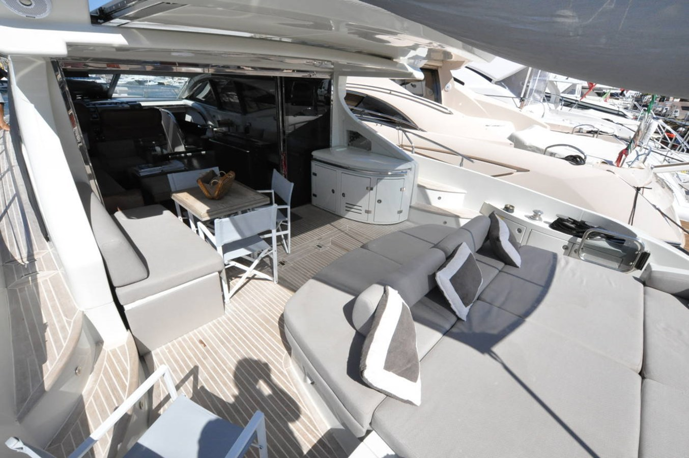 DSC_0102 (FILEminimizer) 2006 AZIMUT 68 S Motor Yacht 2758763