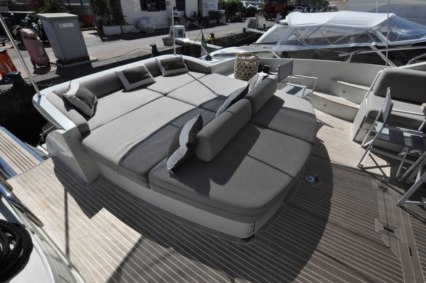 DSC_0093 (FILEminimizer) 2006 AZIMUT 68 S Motor Yacht 2758771