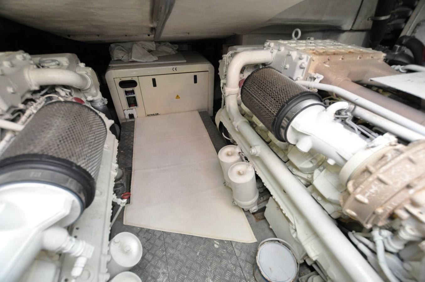 DSC_0084 (FILEminimizer) 2006 AZIMUT 68 S Motor Yacht 2758798