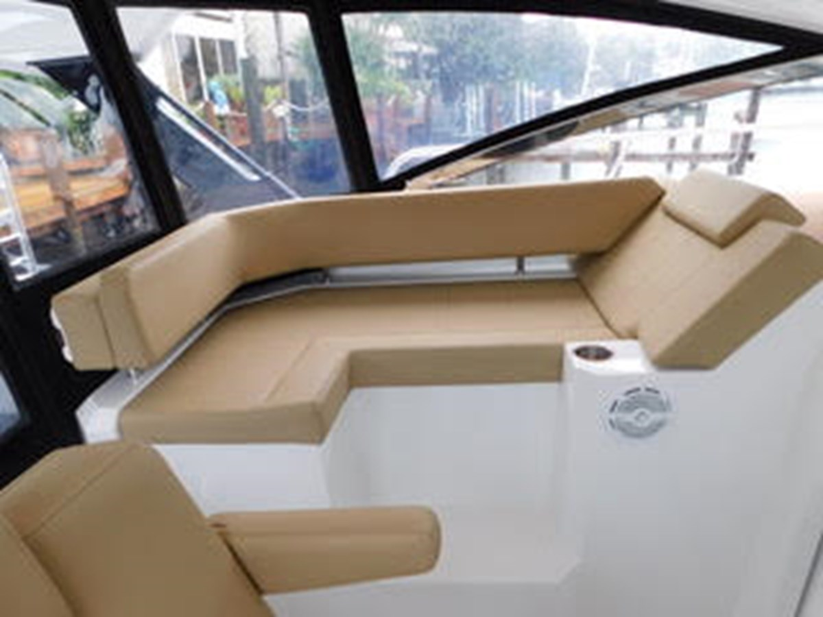 39-2015-Cruisers-Yachts-Express-Coupe-08 2015 CRUISERS Yachts Express Coupe Center Console 2761687