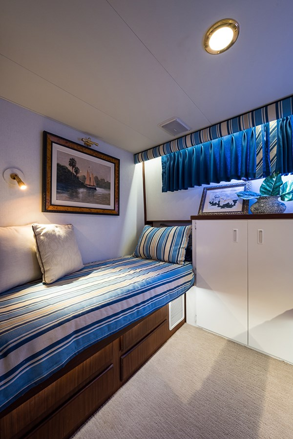 Guest Stateroom 1990 HATTERAS Motor Yacht Motor Yacht 2764948
