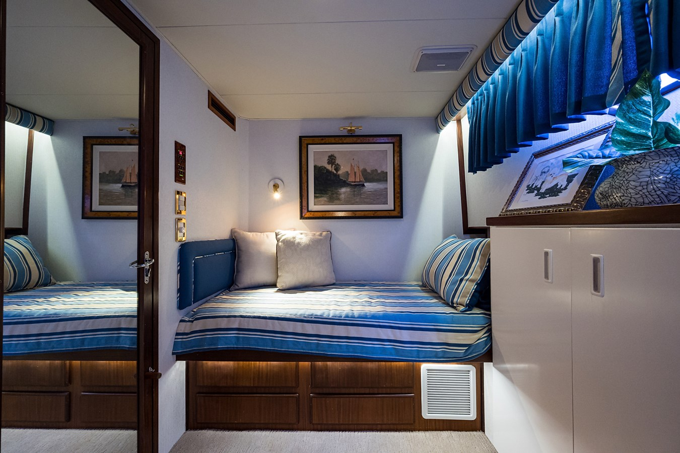 Guest Stateroom 1990 HATTERAS Motor Yacht Motor Yacht 2764949