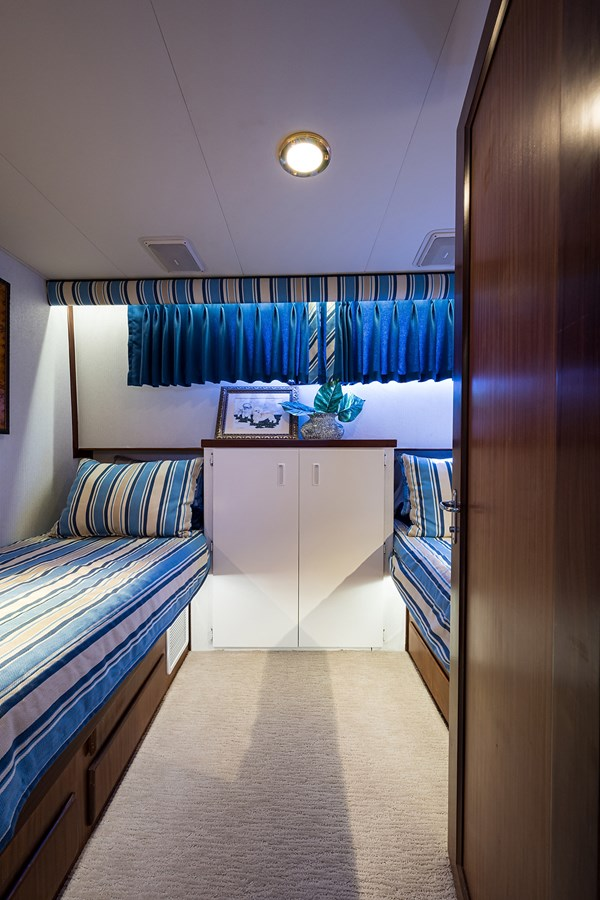 Guest Stateroom 1990 HATTERAS Motor Yacht Motor Yacht 2764951