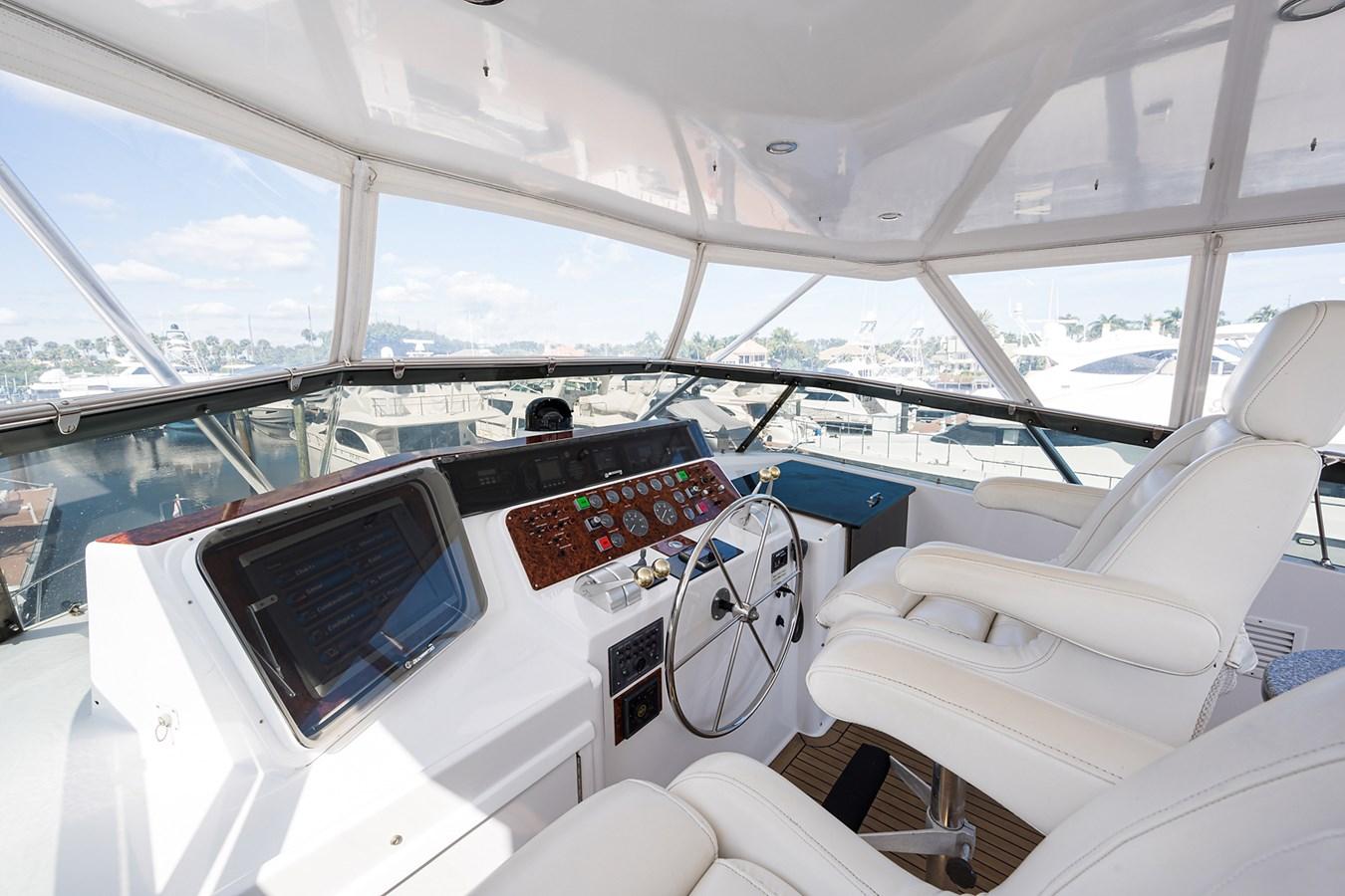 Flybridge Helm 1990 HATTERAS Motor Yacht Motor Yacht 2764989