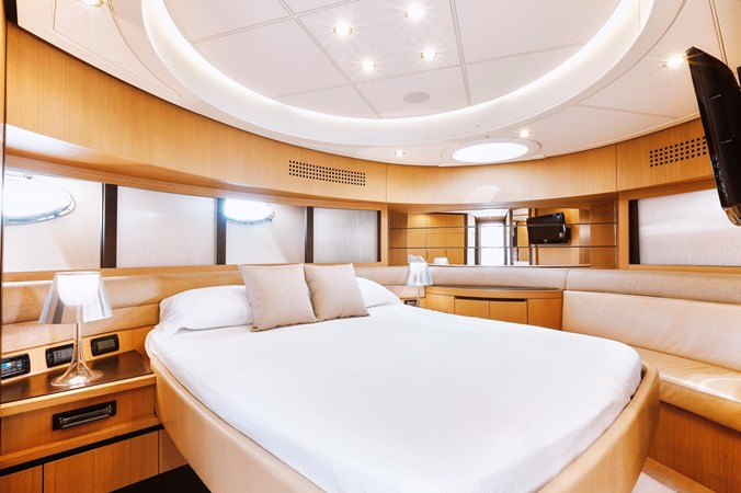 PHOTO-2019-11-15-11-17-56 3 2007 PERSHING 90 Motor Yacht 2767182