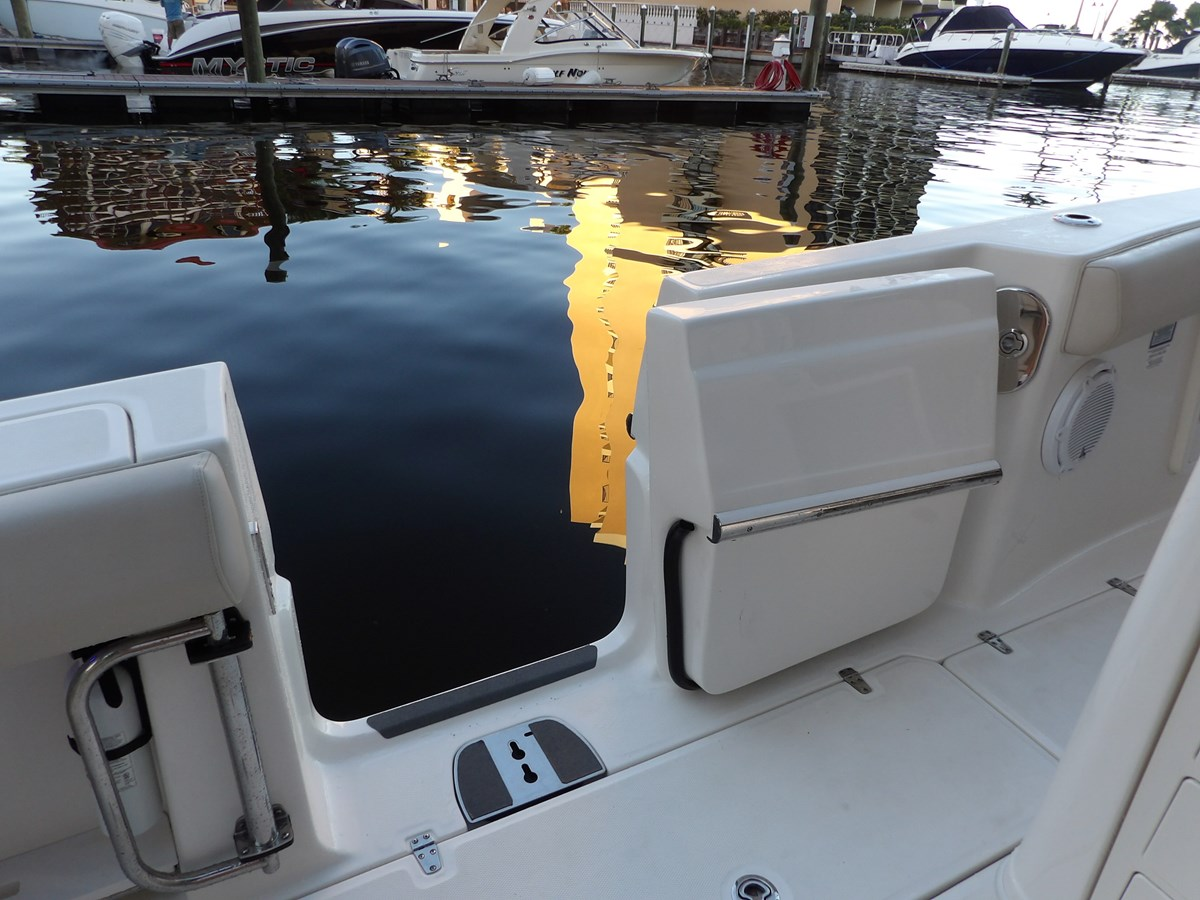129_3042 2017 BOSTON WHALER  Center Console 2767354