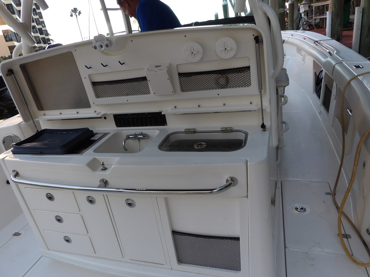 129_3095 2017 BOSTON WHALER  Center Console 2767356