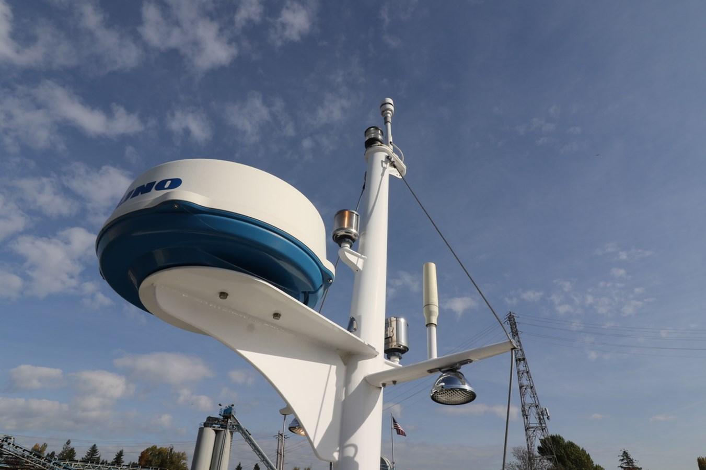 Mast and Radar 2008 GRAND BANKS Europa Trawler 2768794