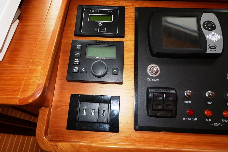 Helm Instrumentation 2008 GRAND BANKS Europa Trawler 2768908