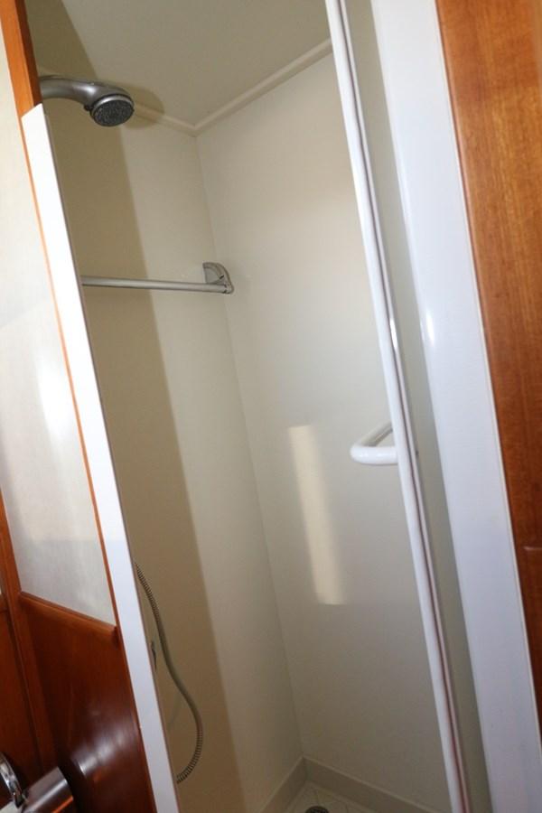 Master Shower Stall 2008 GRAND BANKS Europa Trawler 2768913