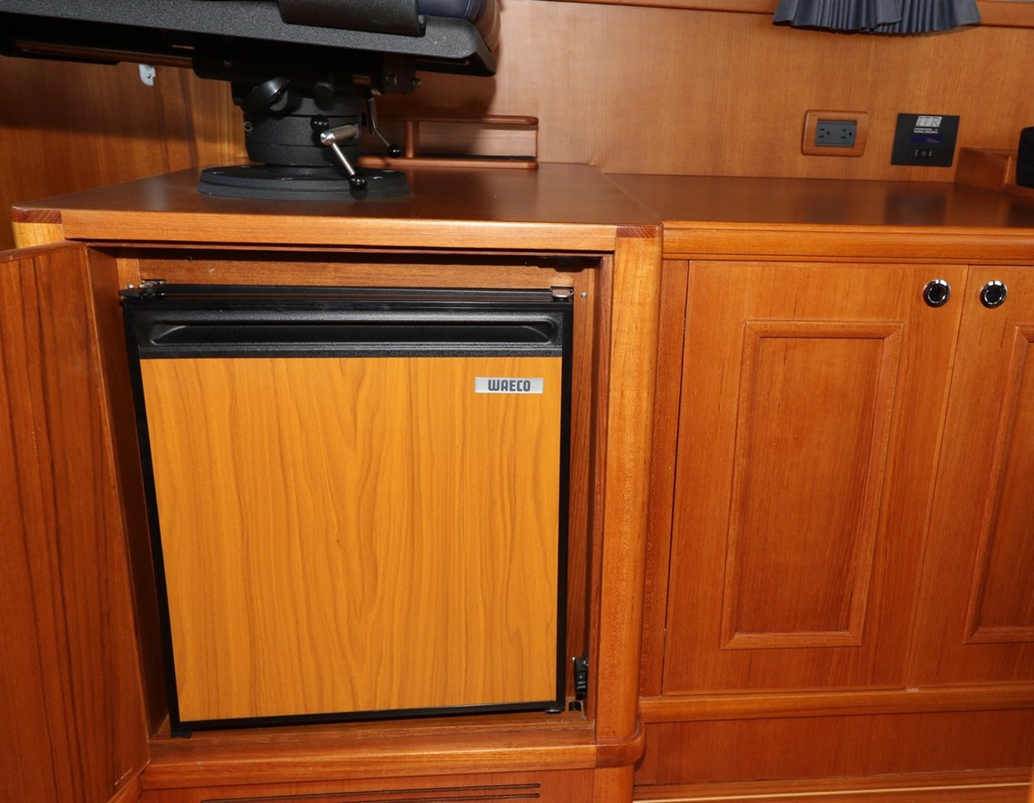 Ice Maker and Bar Cabinet 2008 GRAND BANKS Europa Trawler 2768917