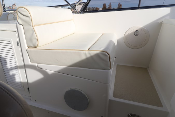 Flybridge Companion Seating 2008 GRAND BANKS Europa Trawler 2768788