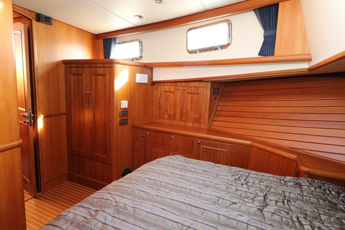 Master Suite Portside 2008 GRAND BANKS Europa Trawler 2768921