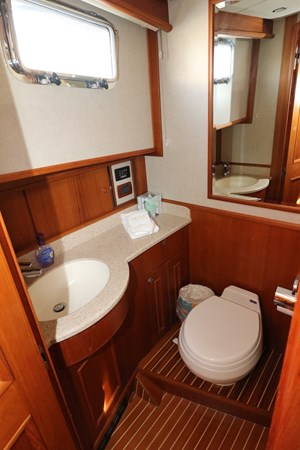 Master Ensuite 2008 GRAND BANKS Europa Trawler 2768922