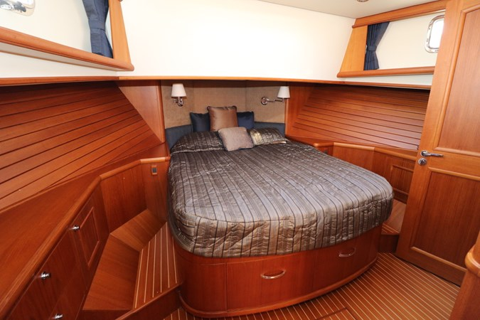 Master Suite 2008 GRAND BANKS Europa Trawler 2768923
