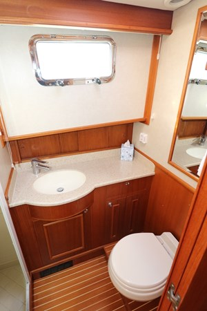 Guest Ensuite and Shower 2008 GRAND BANKS Europa Trawler 2768937
