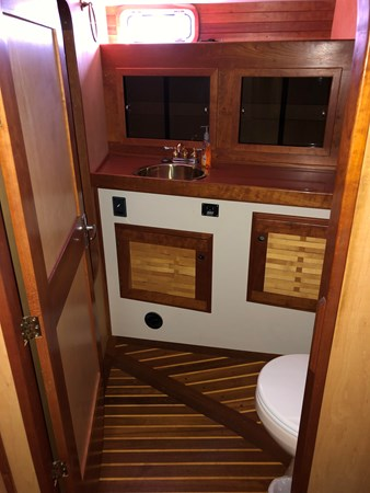 2019-11-18 11.14.05 2006 CUSTOM  Center Cockpit 2767834