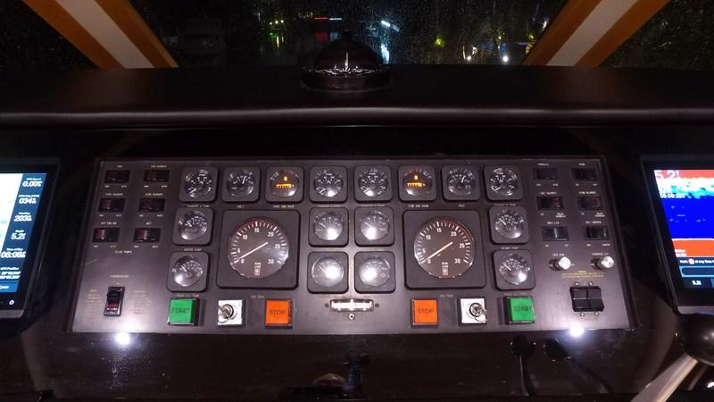 FlyBridge Helm 1989 HATTERAS Convertible Sport Fisherman 2768738